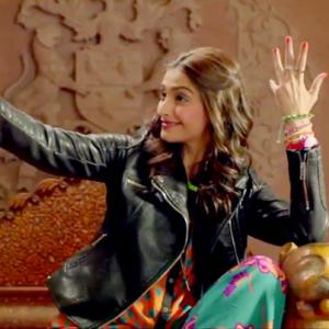 Lessons from Bollywood: How to click a selfie!