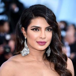 Cannes: Priyanka's seductive entry!