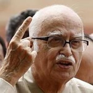Advani quits as oppn leader, Sushma takes over