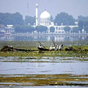 Restoring the Dal lake to its original glory