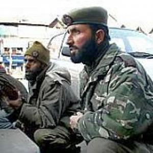 Captain, 4 terrorists killed in Pulwama encounter