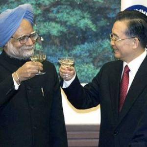 Dr Singh, Chinese PM discuss border row, JK visas