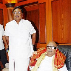 DMK rift set to widen as 5 Alagiri loyalists get the boot
