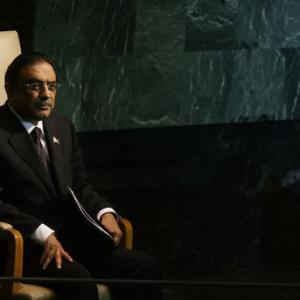 Zardari snubs Kayani's call, ready to fight till the last bullet