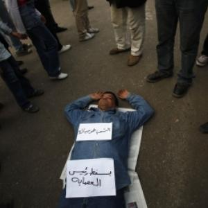 Egypt protests worsen, stranded Indians return