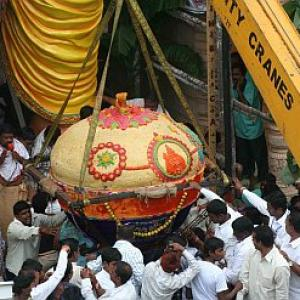 IN PICS: A 2,200 Kg laddu for this 52 ft Ganesha!