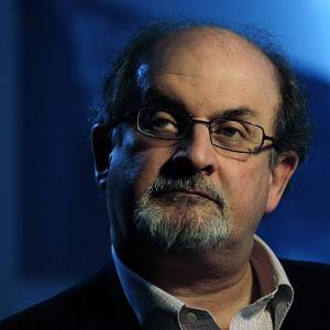 Rushdie backs authors, 12 more return Sahitya Akademi awards