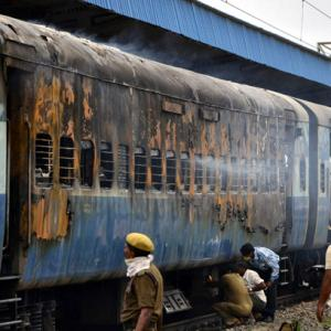 32 charred bodies recovered from TN Express S11 coach