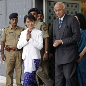 Suu Kyi arrives in India on a week's visit