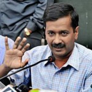 Kejriwal, IAC activists detained in bid to meet PM