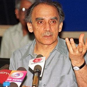 Jumping into a well also radical: Arun Shourie's jab at demonetisation