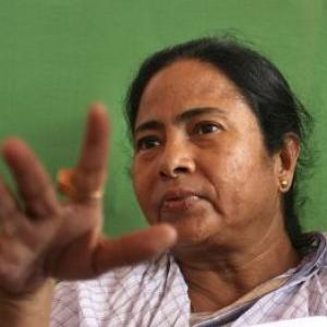 Left workers heckle WB minister in Delhi; Mamata fumes