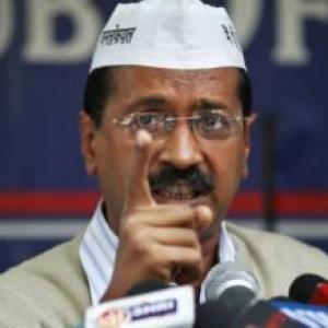 Municipal strike: AAP, BJP spar over 'salary scam'