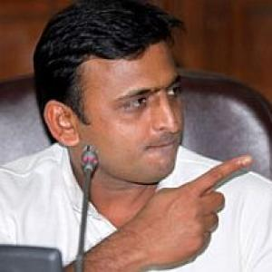 Akhilesh wades into language row, says SP always in favour of Hindi, Urdu