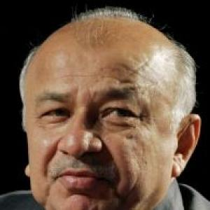 Govt to go ahead with Telangana decision, says Shinde