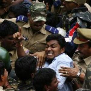 AP division: Seemandhra lawyers' protest enters 100th day