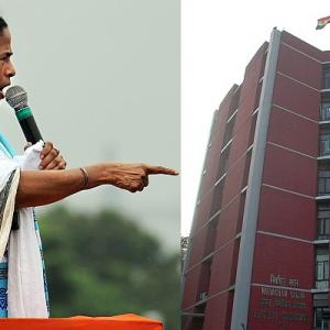 Mamata gives in to EC ultimatum;7 officials to be transferred