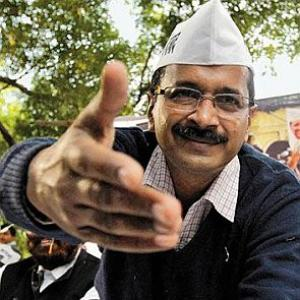 EC cautions Kejriwal on pamphlets seeking Muslim votes
