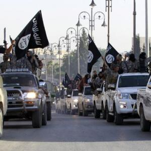 Islamic State opens bank, moves towards statehood