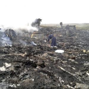 Malaysia defends MH17's flight path; demands probe