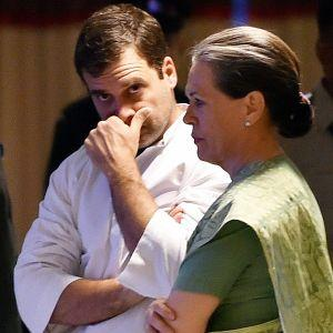 Rahul's 'old friends' fail to show up at Sonia's iftar party