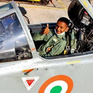 Cancer-stricken boy turns fighter pilot for a day