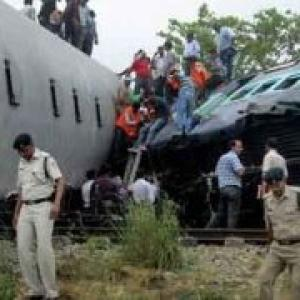 PM announces ex-gratia for train mishap victims