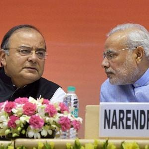 PM backs Jaitley, says he will come through with flying colours