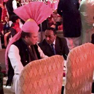 Pakistan PM dons pink turban gifted to him by Modi at wedding