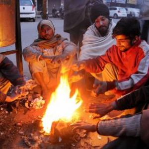 Kashmir continues to shiver as mercury plummets further