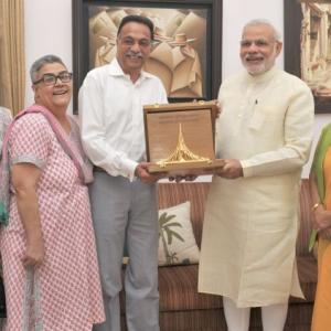 PM hands over Bangladesh war honour to Vajpayee