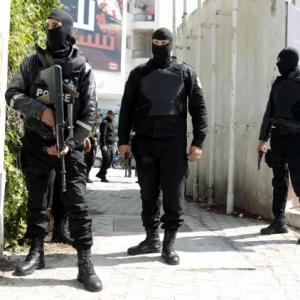 Tunisia museum attack: 22 dead, 42 injured; manhunt on for gunmen
