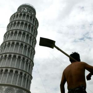 The Leaning Tower moves to China!
