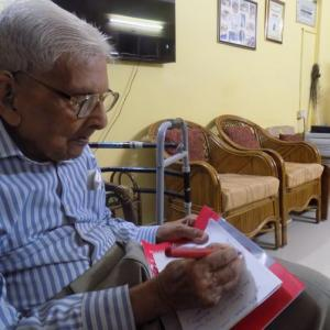 Age no bar: This 96-year-old student wants to be an economist