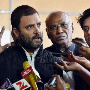 Earthquake will come if I speak in Parliament: Rahul on note ban