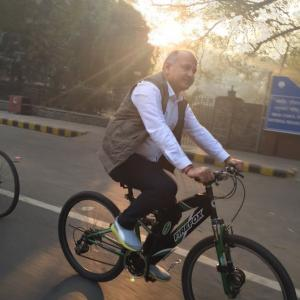 SPOTTED! Delhi Deputy CM cycling during odd-even plan