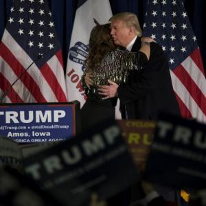 Sarah Palin jumps into 2016 race, endorses Donald Trump