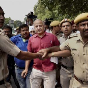 High drama as 52 AAP MLAs march to PM residence, detained