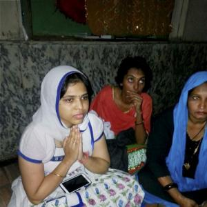 Trupti Desai gets entry into Haji Ali, offers prayers