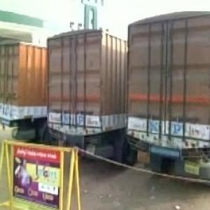Trucks with Rs 570 crore cash stopped in Tamil Nadu