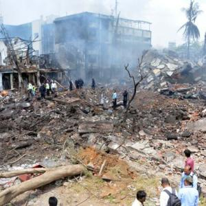 17 dead in accident near Panvel on Mumbai-Pune Expressway - Rediff