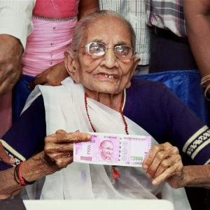 PM's mother stands in bank queue, gets notes exchanged