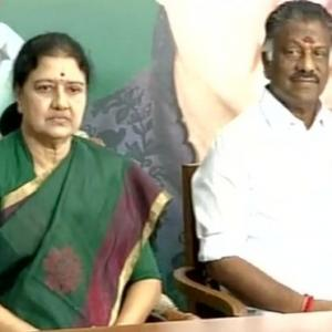 'Paneerselvam should chargesheet Sasikala'