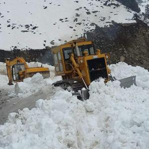 Fresh avalanches hit J&K, toll over 20