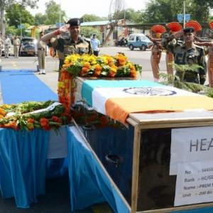 Martyred BSF jawan cremated after Adityanath speaks to family