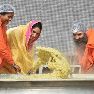 India sets Guinness world record with 918 kg khichdi