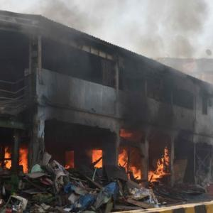 Massive fire outside Bandra station in Mumbai during demolition drive