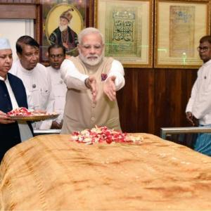 PM wraps up Myanmar trip with visit to Bahadur Shah's grave, puja at temple