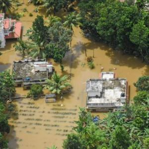Kerala: 6 lakh in relief camps, thousands still waiting to be rescued