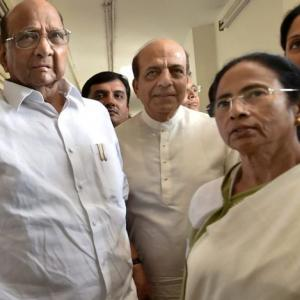 In Delhi, Mamata Banerjee tries to build an anti-BJP front for 2019